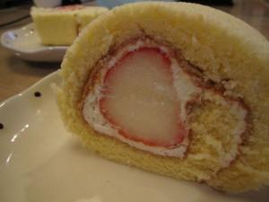 ももいちご もも いちご ももいちごロール ももいちごロールケーキ ももいちごケーキ ケーキ お菓子 タンポポ